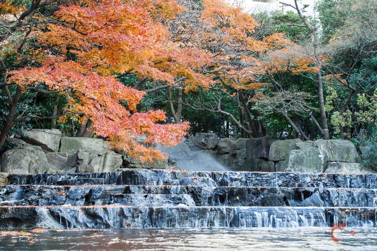 Une fontaine près de Ikebukuro en automne