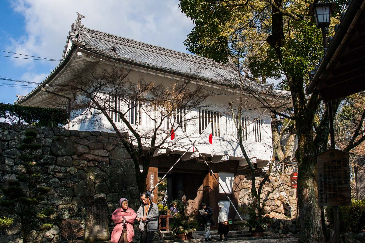 La porte honmaru du château d'Inuyama