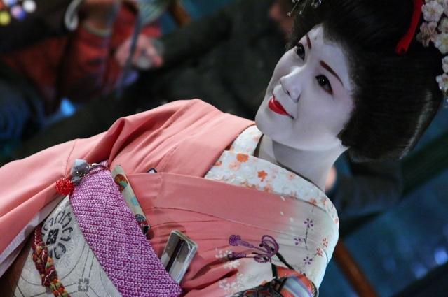 Furisode-san lors d'une croisière sur la Sumida