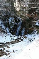 La route Nakasendô entre Magome et Tsumago - La plus petite des deux cascades : Metaki, la chute d'eau femelle