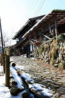 La route Nakasendô entre Magome et Tsumago - Une petite bourgade avant Tsumago