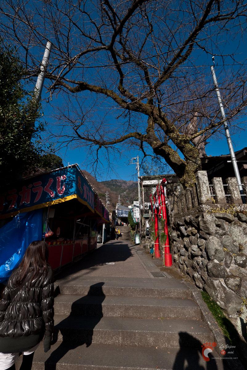 Koma-sandô - Un escalier bordé de boutiques et ryokan constitue la première partie du parcours.