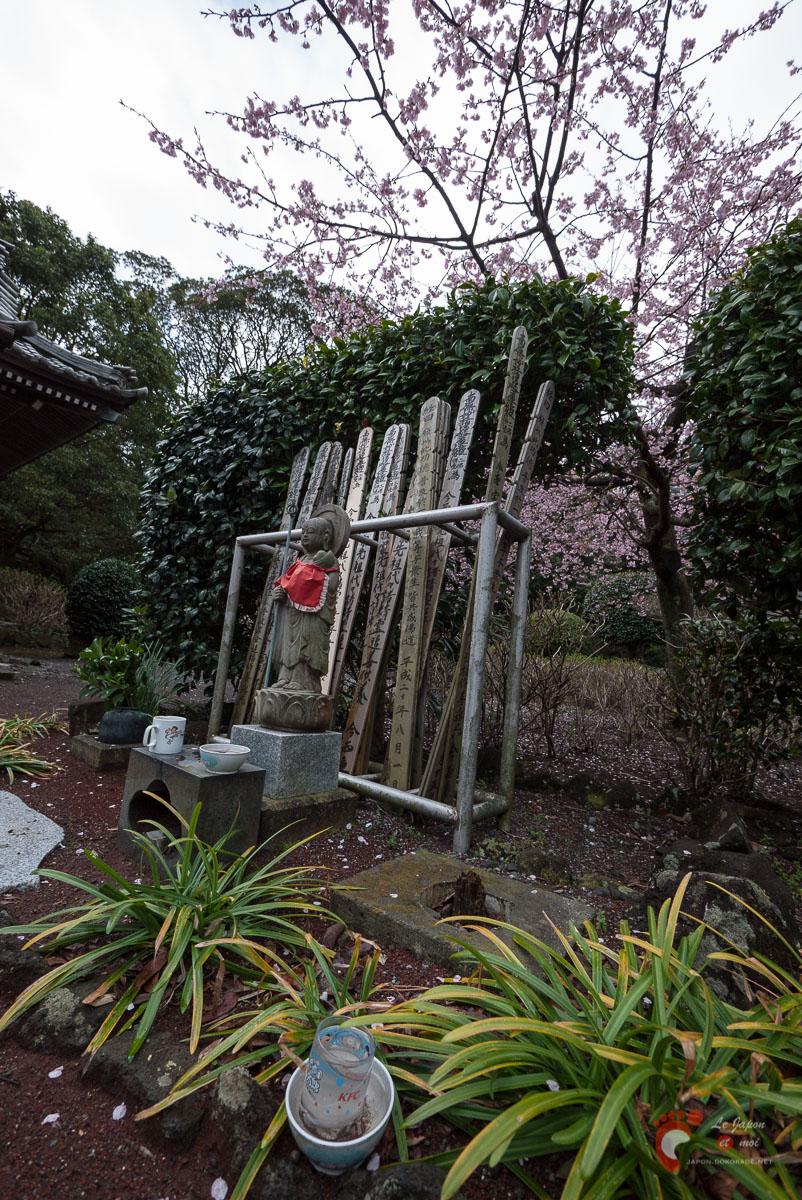 Devant le Renchaku-ji