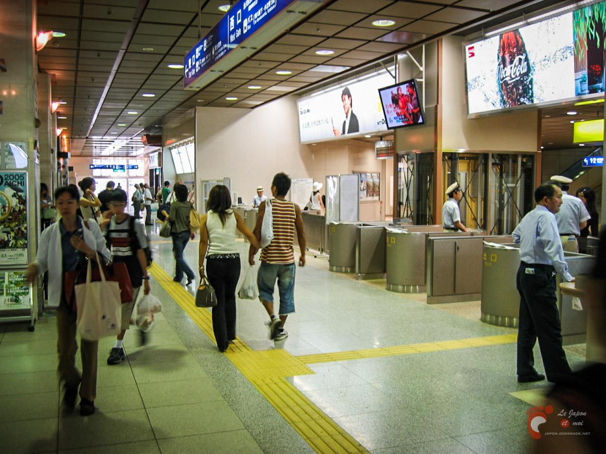 Dans la gare de Kanazawa - Les poinçonneurs