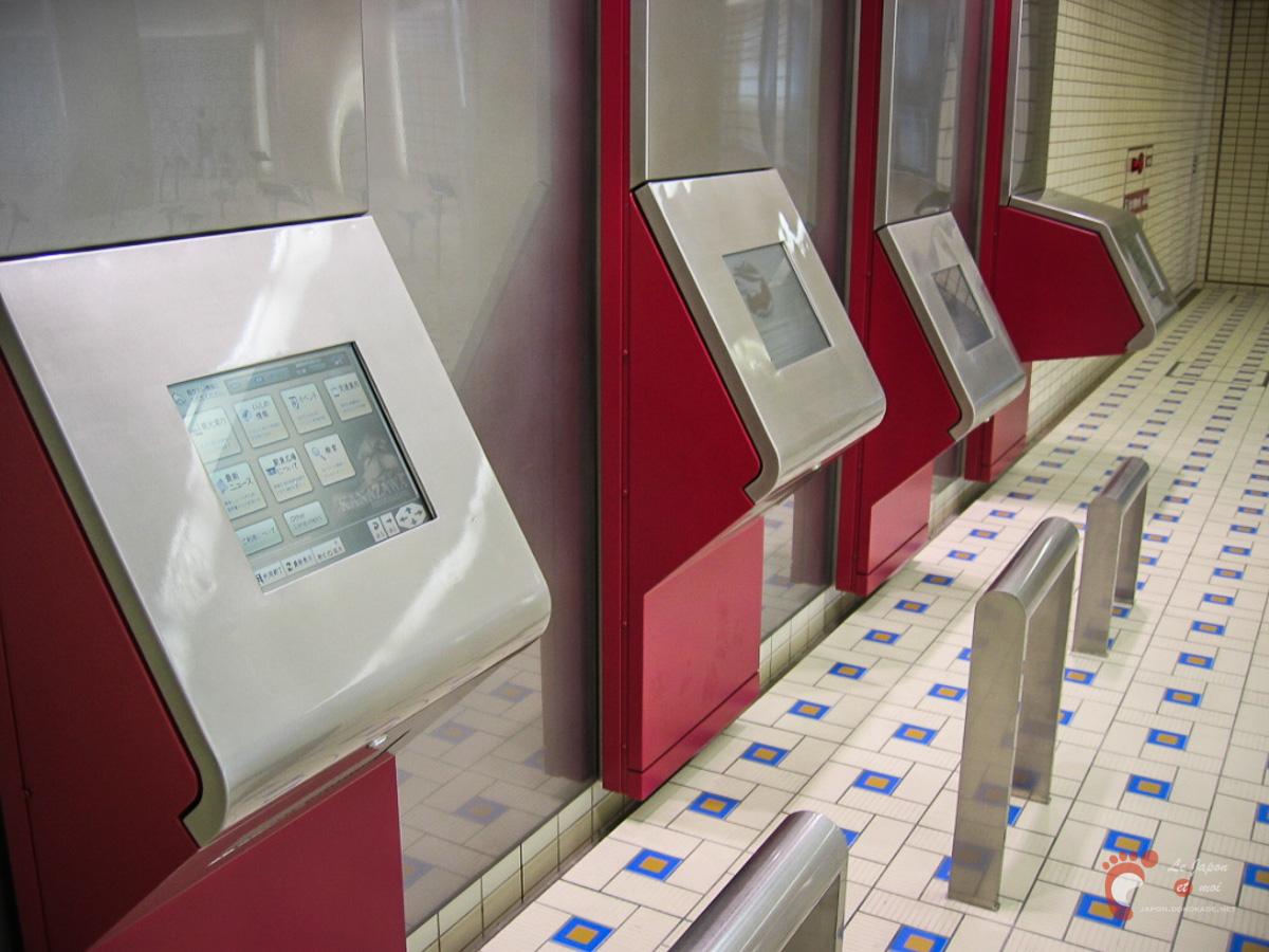 Gare de Kanazawa - Écrans tactiles et internet dans les espaces en sous-sol
