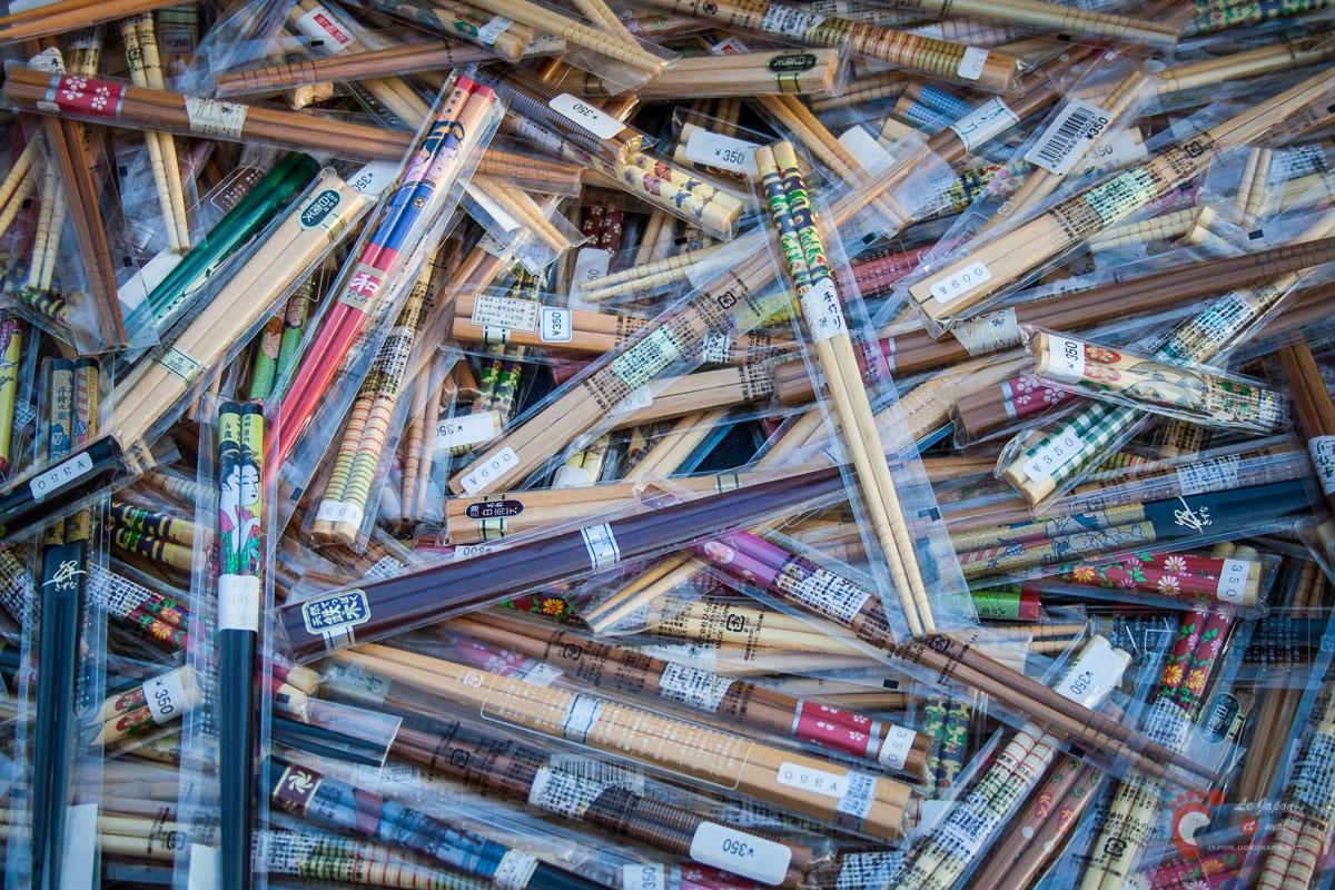 Des baguettes japonaises vendues en vrac à Asakusa.
