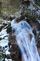 La route Nakasendô entre Magome et Tsumago - La plus grande des deux cascades : Otaki, la chute d'eau mâle
