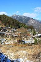 La route Nakasendô entre Magome et Tsumago - La vallée où se trouve Tsumago