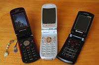 De gauche à droite : Willcom, J-Phone (même si c'était déjà en partie devenu Vodafone) et Vodafone