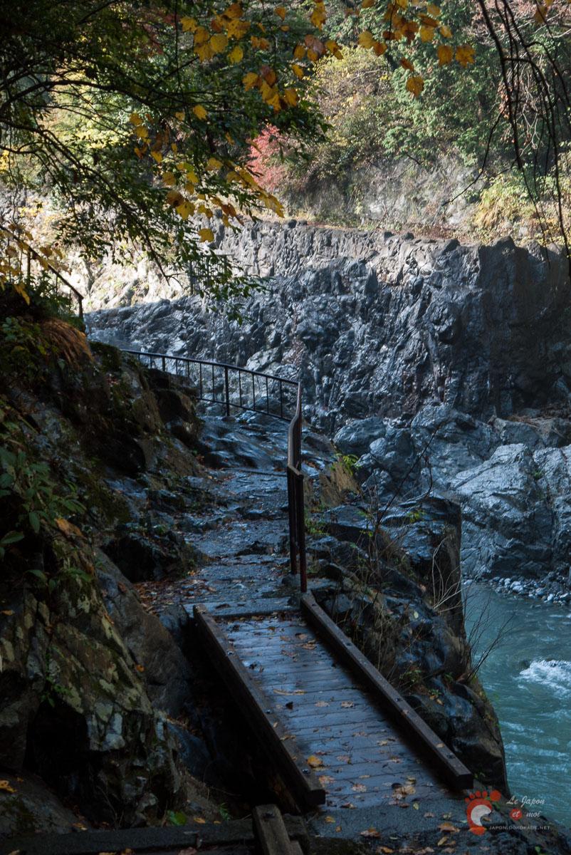 Vallée de Hato-no-Su - Une partie des berges est aménagée