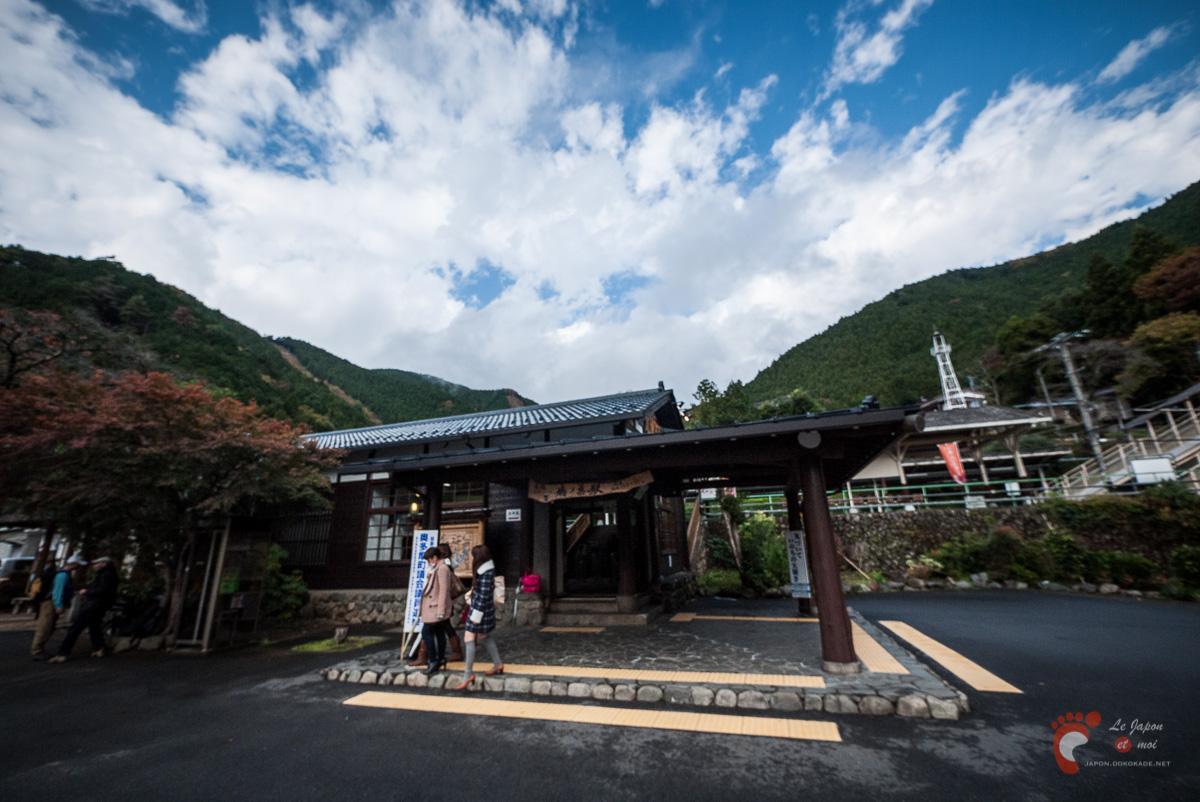 La gare de Hato-no-Su ou comment prendre une seule photo floue d'un coin